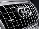 Фото авто Audi Q5 8R, ракурс: шильдик цвет: серебряный