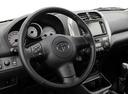 Фото авто Toyota RAV4 2 поколение [рестайлинг], ракурс: рулевое колесо