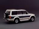 Фото авто Mitsubishi Pajero 2 поколение, ракурс: 225 цвет: серебряный