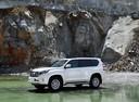 Фото авто Toyota Land Cruiser Prado J150 [рестайлинг], ракурс: 90 цвет: белый