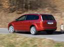 Фото авто Ford Focus 2 поколение [рестайлинг], ракурс: 135 цвет: красный