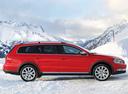 Фото авто Volkswagen Passat B7, ракурс: 270 цвет: красный