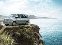Фото авто Volkswagen Caravelle T5 [рестайлинг], ракурс: 45 цвет: серебряный