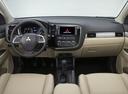 Фото авто Mitsubishi Outlander 3 поколение, ракурс: торпедо