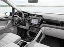 Фото авто Volkswagen Touran 2 поколение, ракурс: салон целиком