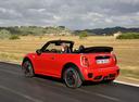 Фото авто Mini Cabrio F57, ракурс: 135 цвет: красный