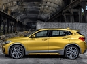 Фото авто BMW X2 F39, ракурс: 90 цвет: золотой
