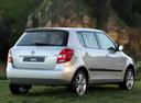 Фото авто Skoda Fabia 5J, ракурс: 225 цвет: серебряный
