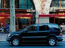 Фото авто Mercedes-Benz M-Класс W163, ракурс: 90 цвет: синий