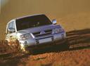 Фото авто Mitsubishi Pajero 3 поколение [рестайлинг], ракурс: 315 цвет: серебряный