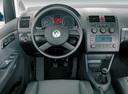 Фото авто Volkswagen Touran 1 поколение, ракурс: торпедо