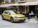 Фото авто Volkswagen Golf 7 поколение [рестайлинг], ракурс: 315 цвет: желтый