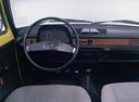 Фото авто Volkswagen Polo 1 поколение, ракурс: торпедо