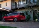 Фото авто Chrysler Pacifica 2 поколение, ракурс: 135 цвет: красный