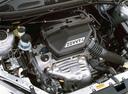 Фото авто Toyota RAV4 2 поколение, ракурс: двигатель