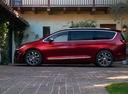 Фото авто Chrysler Pacifica 2 поколение, ракурс: 90 цвет: красный