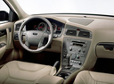 Фото авто Volvo V70 2 поколение, ракурс: торпедо