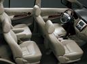 Фото авто Toyota Innova 1 поколение [2-й рестайлинг], ракурс: салон целиком