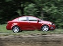 Фото авто Chevrolet Aveo T300, ракурс: 270 цвет: красный