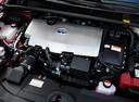 Фото авто Toyota Prius 4 поколение, ракурс: двигатель