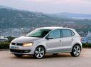 Фото авто Volkswagen Polo 5 поколение, ракурс: 45 цвет: серебряный