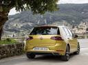 Фото авто Volkswagen Golf 7 поколение [рестайлинг], ракурс: 180 цвет: желтый