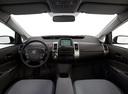 Фото авто Toyota Prius 2 поколение, ракурс: торпедо