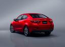 Фото авто Mazda 2 DJ, ракурс: 135 цвет: красный