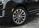 Фото авто Cadillac XT5 1 поколение, ракурс: колесо цвет: черный