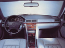 Фото авто Mercedes-Benz E-Класс W124 [2-й рестайлинг], ракурс: торпедо