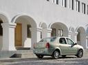 Фото авто Renault Logan 1 поколение, ракурс: 225 цвет: серебряный