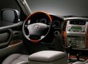 Фото авто Toyota Land Cruiser J100 [2-й рестайлинг], ракурс: рулевое колесо
