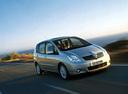 Фото авто Toyota Corolla Verso 1 поколение, ракурс: 315 цвет: серебряный