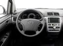 Фото авто Toyota Avensis Verso 1 поколение [рестайлинг], ракурс: рулевое колесо