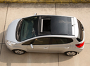 Фото авто Kia Venga 1 поколение, ракурс: сверху цвет: бежевый
