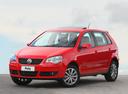Фото авто Volkswagen Polo 4 поколение [рестайлинг], ракурс: 45 цвет: красный