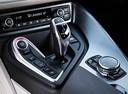 Фото авто BMW i8 I12, ракурс: центральная консоль