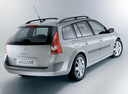 Фото авто Renault Megane 2 поколение, ракурс: 225 цвет: серебряный