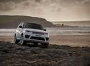 Фото авто Land Rover Range Rover Sport 2 поколение [рестайлинг], ракурс: 315 цвет: белый