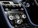 Фото авто Aston Martin Vantage 3 поколение [2-й рестайлинг], ракурс: центральная консоль