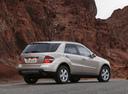 Фото авто Mercedes-Benz M-Класс W164, ракурс: 225 цвет: бежевый
