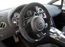 Фото авто Lamborghini Gallardo 1 поколение, ракурс: рулевое колесо
