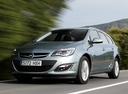 Фото авто Opel Astra J [рестайлинг], ракурс: 45 цвет: серебряный