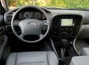 Фото авто Toyota Land Cruiser J100, ракурс: рулевое колесо