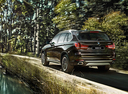Фото авто BMW X5 F15, ракурс: 135 цвет: коричневый