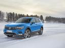 Фото авто Volkswagen Tiguan 2 поколение, ракурс: 45 цвет: голубой