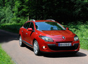 Фото авто Renault Megane 3 поколение, ракурс: 315 цвет: красный
