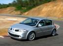 Фото авто Renault Megane 2 поколение [рестайлинг], ракурс: 45 цвет: серебряный
