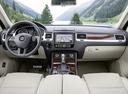 Фото авто Volkswagen Touareg 2 поколение [рестайлинг], ракурс: торпедо
