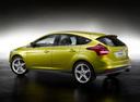 Фото авто Ford Focus 3 поколение, ракурс: 135 цвет: желтый